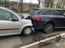 Vier auto's botsen op elkaar in Eindhoven