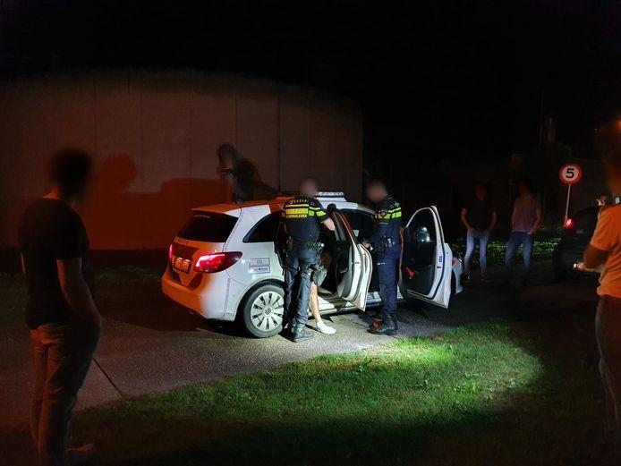 De man ging na de inzet van de politiehond mee met de politie.