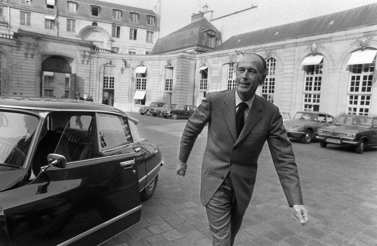 Giscard in 1974 na zijn aftreden als minister van Financiën, klaar om een gooi te doen naar het presidentschap.  Beeld AFP
