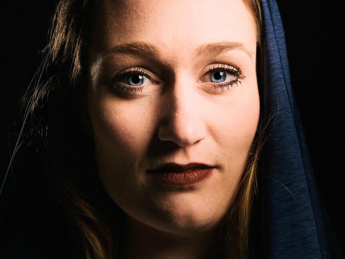 Hoofdrolspeelster Anne-Marijn Smulders (Maria).