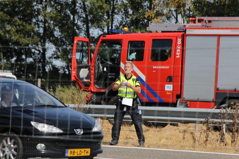 De politie is woedend over het gedrag van tientallen automobilisten na een dodelijk ongeluk op de A58 afgelopen zaterdag (4 augustus 2018). Ze filmden en fotografeerden de nasleep van het ongeval, sommigen liepen zelfs door de sporen.