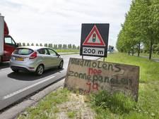 Actie tegen windmolens Culemborg met provisorische borden langs de weg