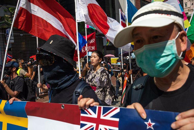 Demonstranten dragen maskers tegen traangas en om onherkenbaar te blijven voor de autoriteiten. Beeld Todd R. Darling / Polaris