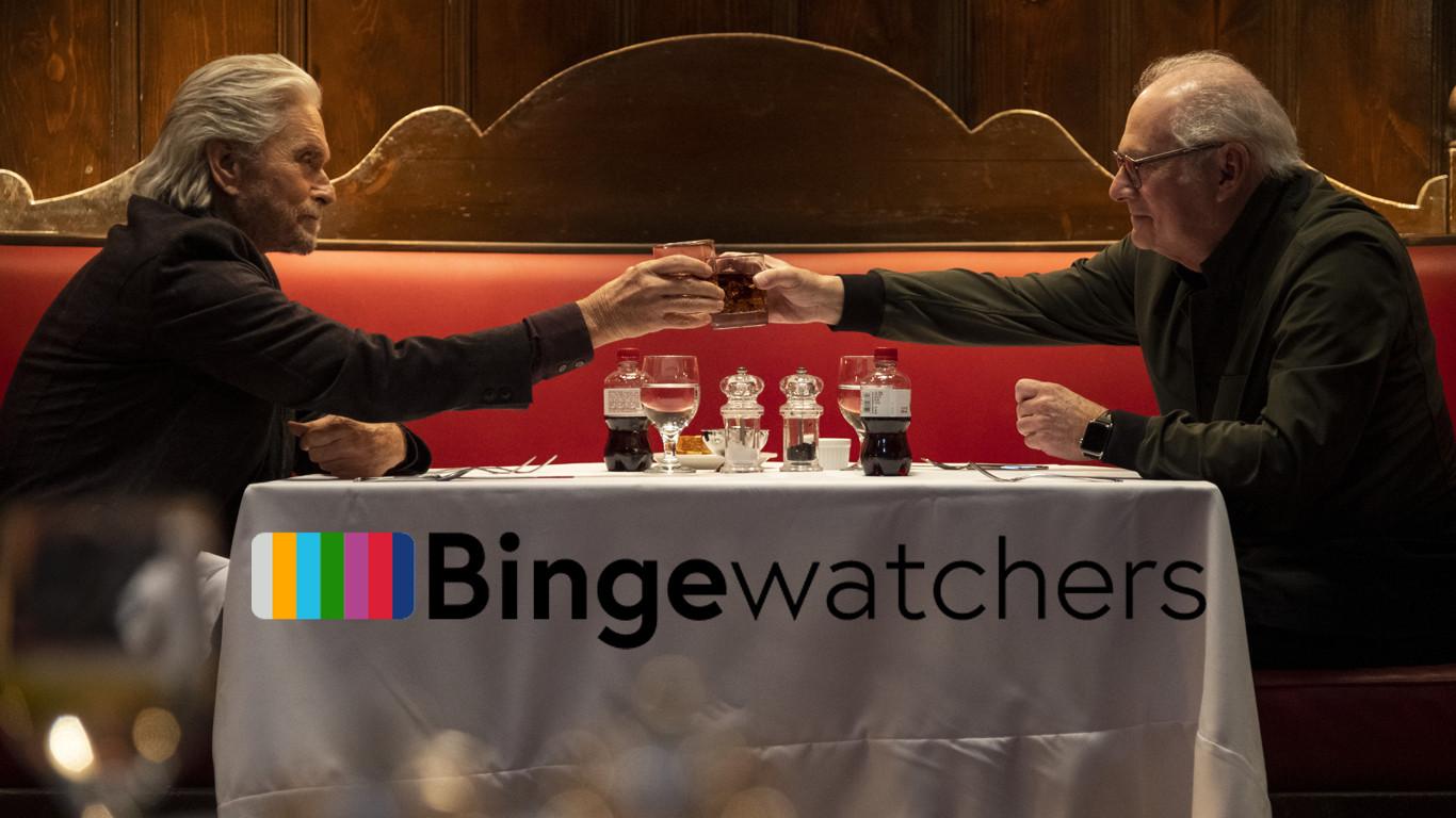 Michael Douglas (l) speelt de hoofdrol in The Kominsky Method van Netflix.