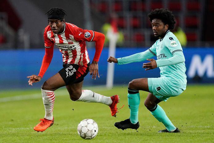 Miquel Nelom (r) staat bij Willem II aan de aftrap in de thuiswedstrijd met VVV Venlo.