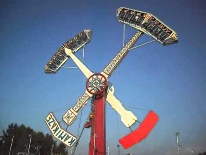 Een beeld van de Kamikaze in het Hayrola Lunapark.