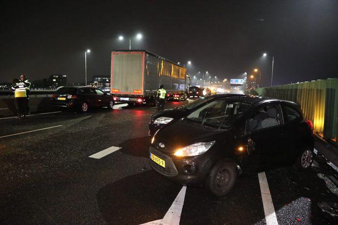 Op de A12 bij Arnhem ontstond een ravage na een kettingbotsing.