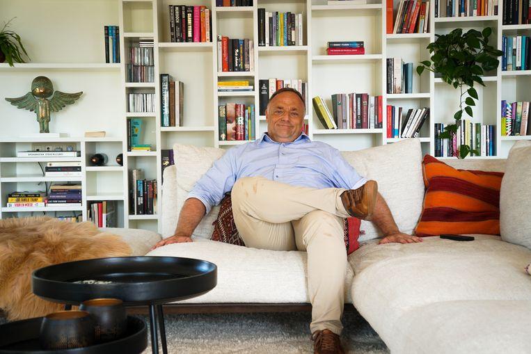 Marc Van Ranst in 'Het huis' van Eric Goens. Beeld © Diederd Esseldeurs / Het Nieu