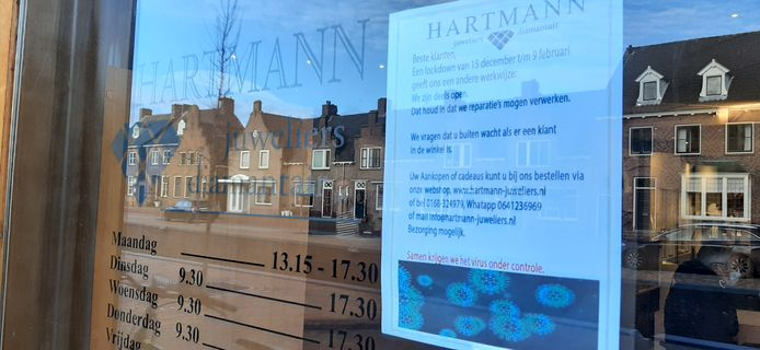 Juwelier Dick Hartmann in Zevenbergen, in lockdown, maar wel open voor reparaties en verkoop via de telefoon of website.