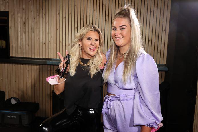 'Big Brother'-deelnemers Julie en Jill, die de meest recente editie won.