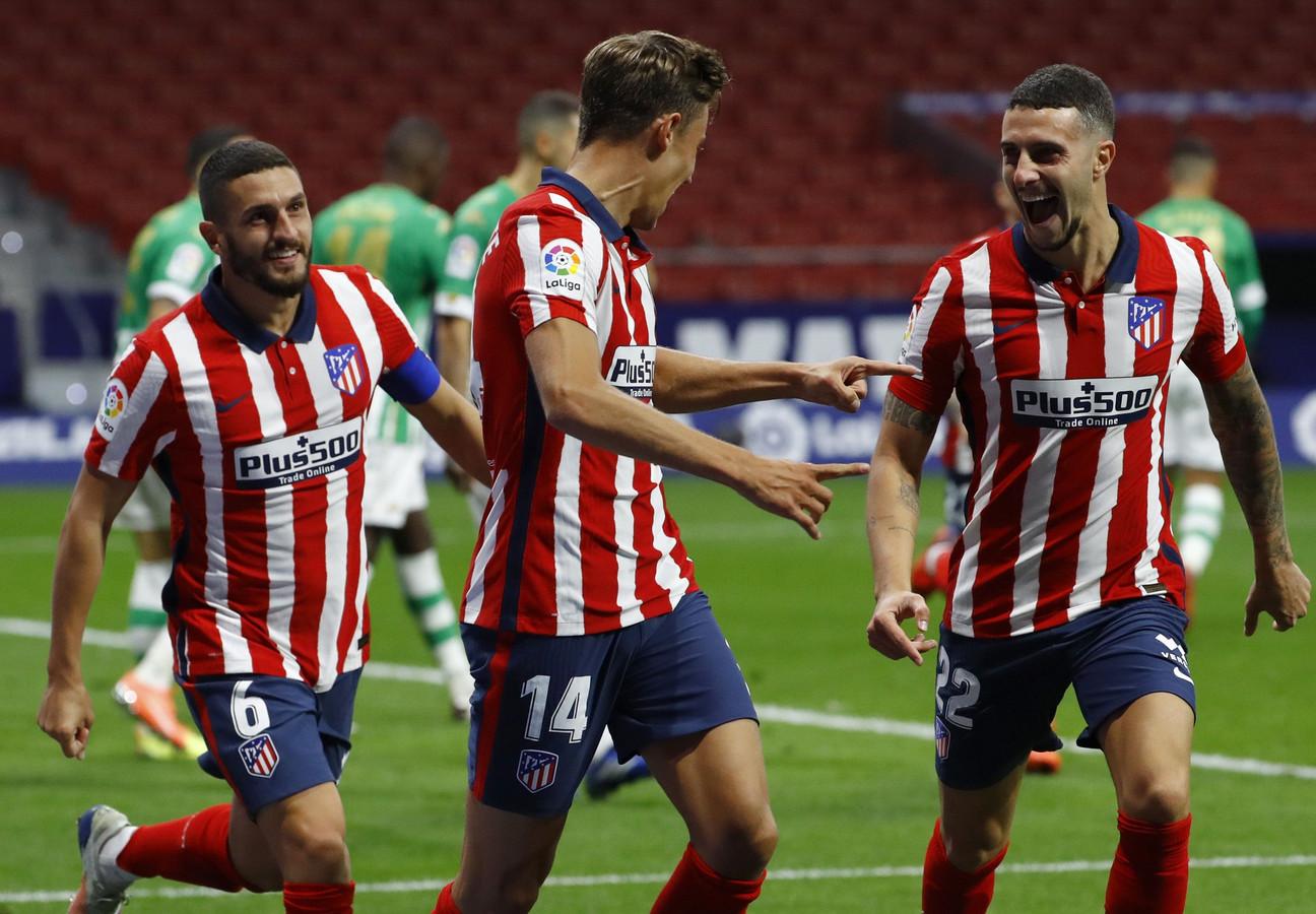 Marcos Llorente (midden) is de gevierde man bij Atlético Madrid.
