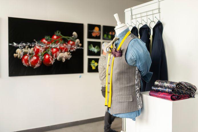 De handgemaakte kledij van Pim en de kunstwerken van Bjorn zijn een goede fit volgens de uitbaters.