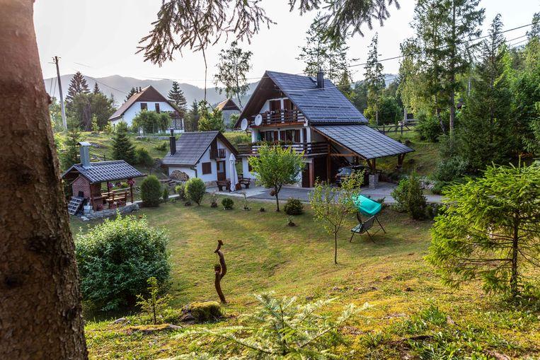 Vakantiehuisjes aan de rand van Risnjak National Park; Kroaten uit de stad verhuren hun weekendhuisje in de bergen graag aan toeristen. Beeld Noël van Bemmel