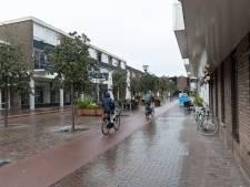Burgemeester gaat in gesprek met hangjongeren uit stationsgebied in Zutphen
