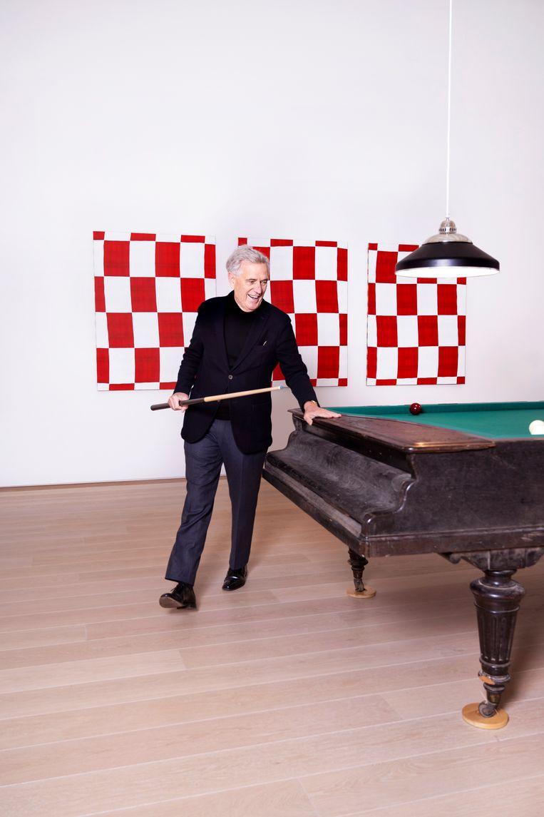 Van Caldenborgh met het kunstwerk  Karambolage (2013) van Céleste Boursier-Mougenot.  Beeld Els Zweerink