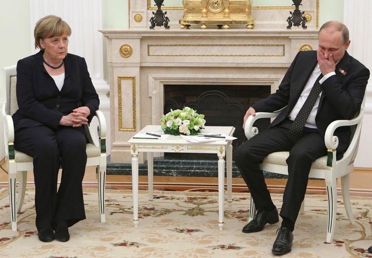 Merkel en Poetin (2015): de relatie tussen beiden is koel, net als die tussen Europa en Rusland.  Beeld AP