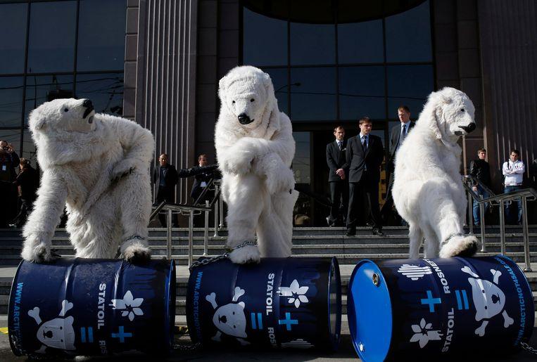 Greenpeace protesteert al lang tegen de boringen in het poolgebied. De Noorse rechtbank volgt niet. Beeld EPA