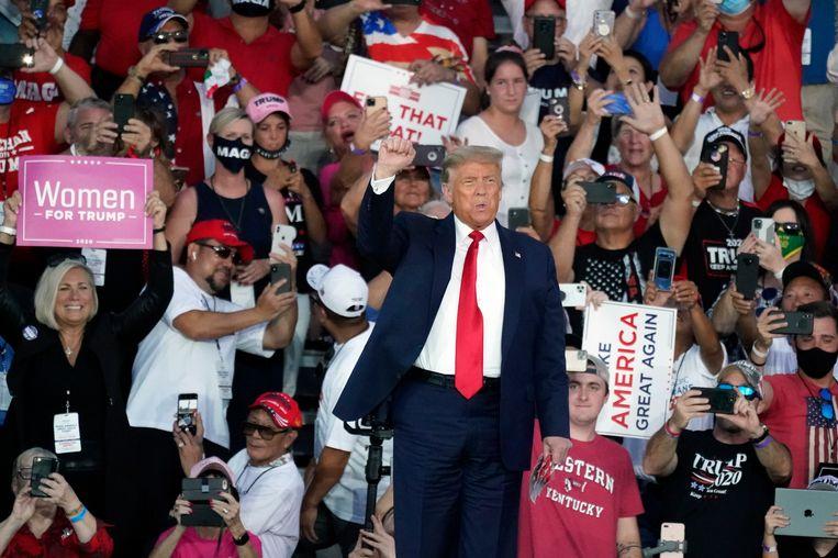President Trump houdt zijn rally op de internationale luchthaven Orlando Sanford in Florida. Beeld AP