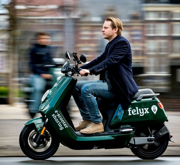 Een scooter van e-deelscooterdienst Felyx.