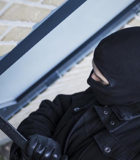 Politie Zaltbommel in actie tegen inbreker te zien op beelden bodycam