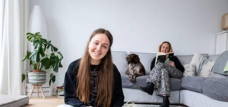 Vienne (17) is juniorstadsdichter: 'Soms is alleen zijn goed, dat is niet erg of zo'