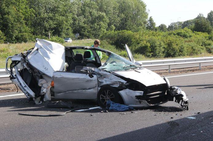 De auto bij het tweede ongeval liep flinke schade op.