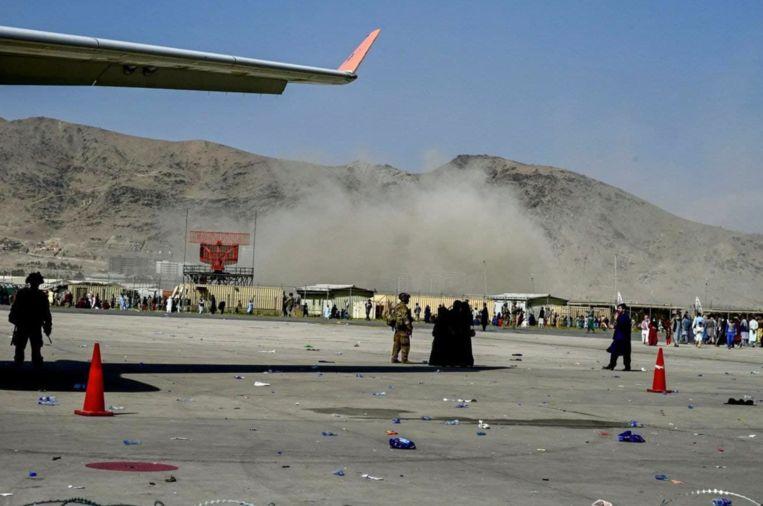 Explosie aan de luchthaven van Kaboel. Beeld rv