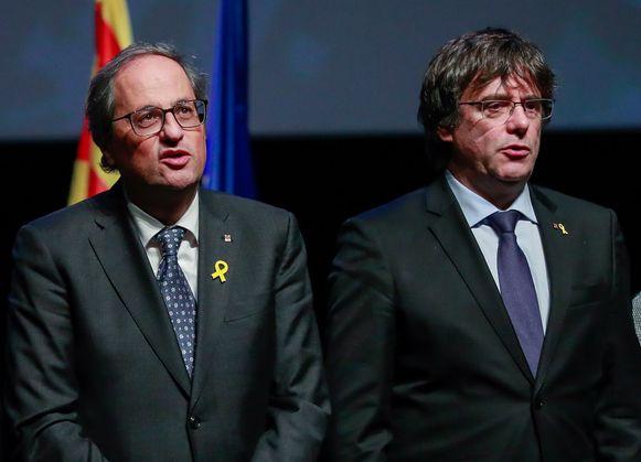 De vroegere Catalaanse leider Carles Puigdemont (rechts) zijn zijn opvolger, de huidige Catalaanse president Quim Torra.