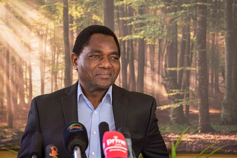 De winnaar van de presidentsverkiezingen Hakainde Hichilema geeft een korte persconferentie bij zijn residentie op 16 augustus 2021. Beeld AFP