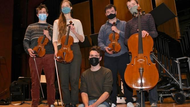 """Vik (23) werkte negen maanden aan vier strijkinstrumenten, gebaseerd op Stradivarius: """"In september open ik ook eigen vioolatelier"""""""
