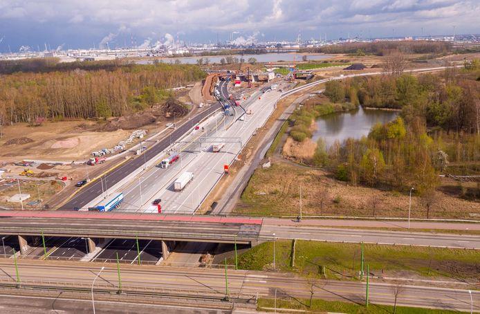 De R1 tussen de knooppunten Sint-Anna en Antwerpen-West is intussen vernieuwd en in gebruik.