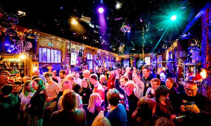 Muziekliefhebbers hebben zich ook op tweede kerstdag verzameld in het Top 2000 Café in Beeld en Geluid in Hilversum.