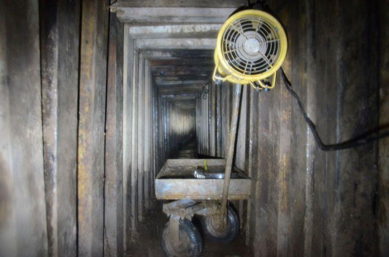 Mexicali, januari 2013. De autoriteiten ontdekken een tunnel van 30 meter lang en 10 meter diep. Beeld REUTERS