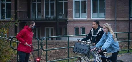 Gratis oplaadbare fietslampjes om veilig thuis te kunnen komen