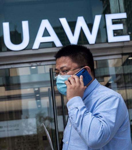 'Huawei kon mobiele gesprekken KPN onbeperkt meeluisteren, ook van de minister-president'