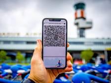 Er zijn nog steeds mensen die zonder CoronaCheck-app naar het vliegveld komen, dat kan je 169,50 euro kosten