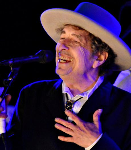 Bob Dylan haalt Nobelprijs eindelijk op