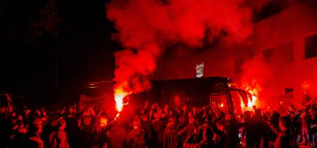 Heldenontvangst voor NEC-spelers bij terugkeer uit Almere