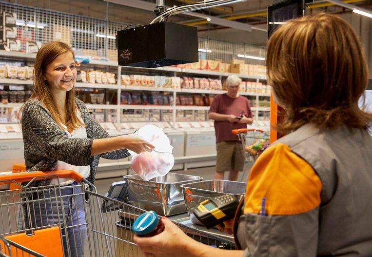 Op naar kassavrije winkels dankzij artificiële intelligentie? Daar is het nog wat vroeg voor in Vlaanderen, maar bij Colruyt experimenteren ze met de technologie om kassa's efficiënter te maken. Beeld RV