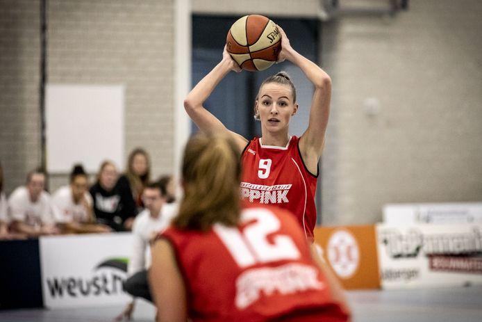 Anke Rikhof maakte haar rentree bij Jolly Jumper sen werd meteen topscorer met 15 punten.