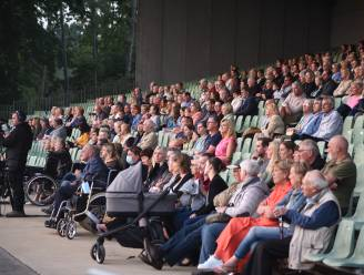 Gemeente herdenkt 270 overledenen met ingetogen moment aan Donkmeer
