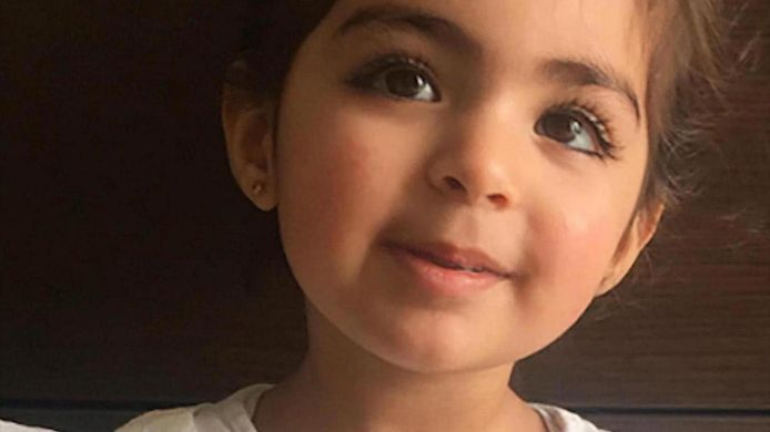 De nu 4-jarige Insiya Hemani werd ontvoerd naar India.