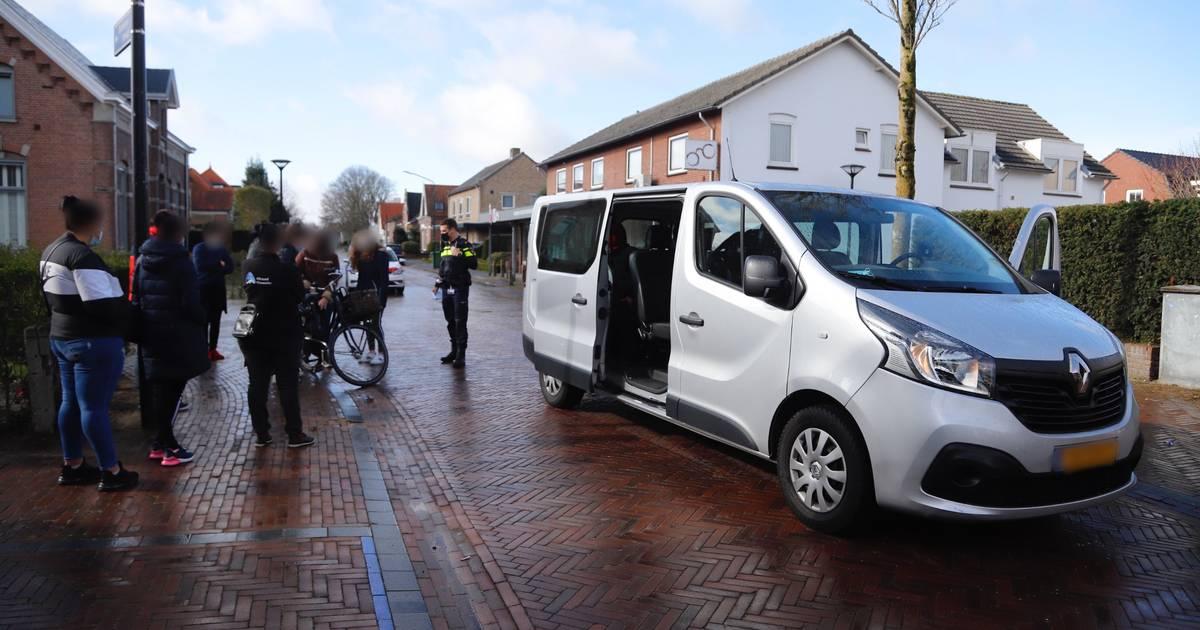 Jonge fietsster gewond door botsing met busje in Mill.