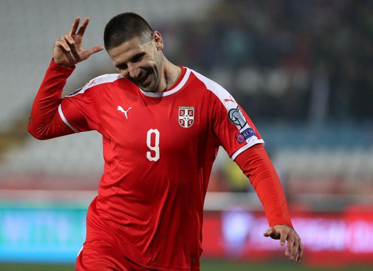 Aleksandar Mitrovic vierde zijn goals tegen Luxemburg op karakteristieke wijze.