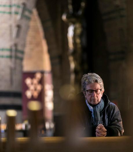 Stil gebed in Sint Jan mooier dan internetmis: 'In tijden van verdriet wil je de mensen nabij zijn'