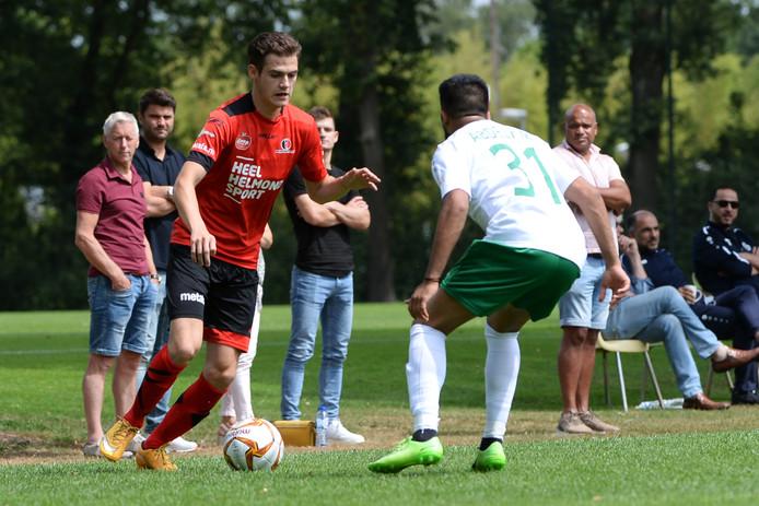 Sander Vereijken (links, in actie tegen Al Ahli) scoorde twee keer tegen EVV.