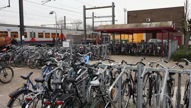 Fietsenstalling aan station wordt onder handen genomen