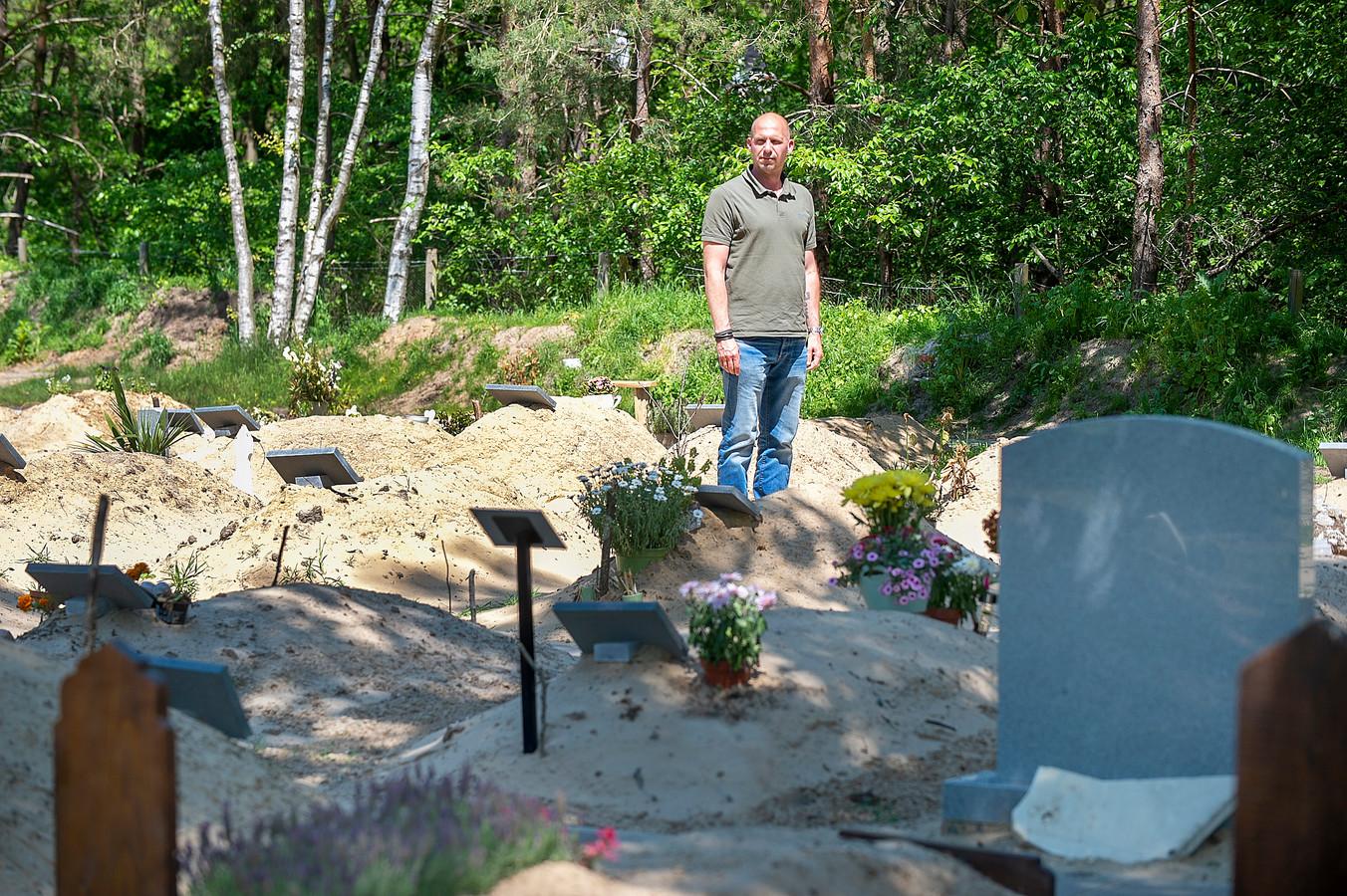 Mark Masereeuw is beheerder van de Islamitische Begraafplaats Bergen op Zoom, één van de zes plaatsen in Nederland waar eeuwige grafrust geldt.