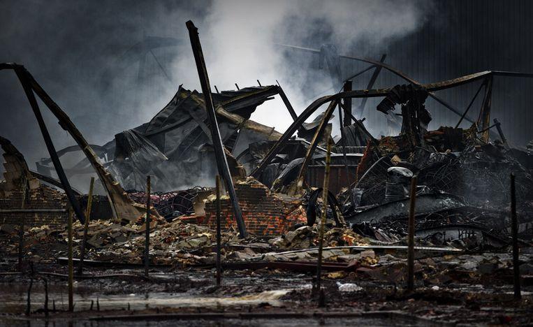 De ravage van de brand bij chemie bedrijf Chemie-Pack. Beeld anp