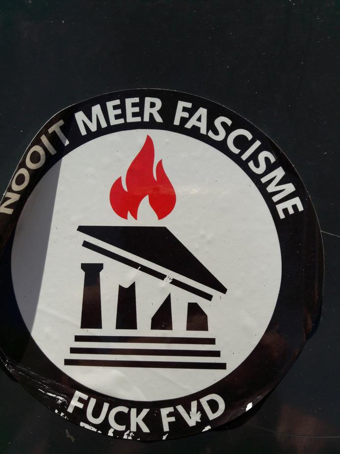 De sticker op het Theresiaplein.